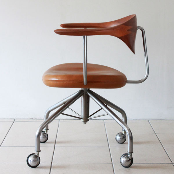 Wegner-Swivel-Chair--04.jpg