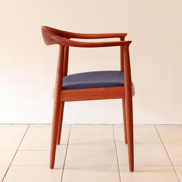 Wegner-The-chair-JH503-03.jpg