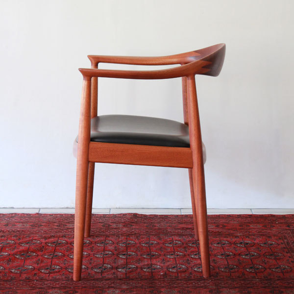 Wegner-The-chair-JH503-Mahogany-02.jpg