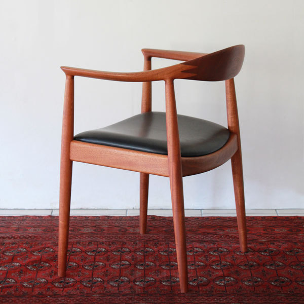 Wegner-The-chair-JH503-Mahogany-03.jpg