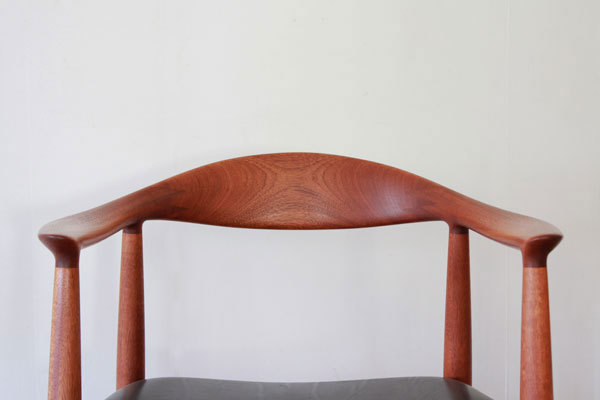 Wegner-The-chair-JH503-Mahogany-06.jpg