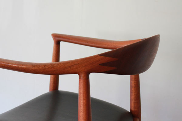 Wegner-The-chair-JH503-Mahogany-07.jpg