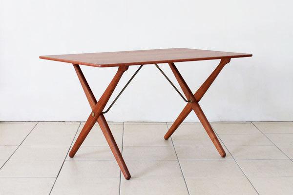 Wegner-Xleg-center-table-01.jpg