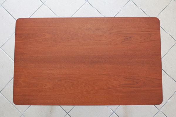 Wegner-Xleg-center-table-03.jpg