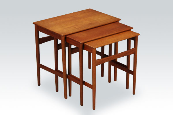 Wegner-nesting-tables-01.jpg
