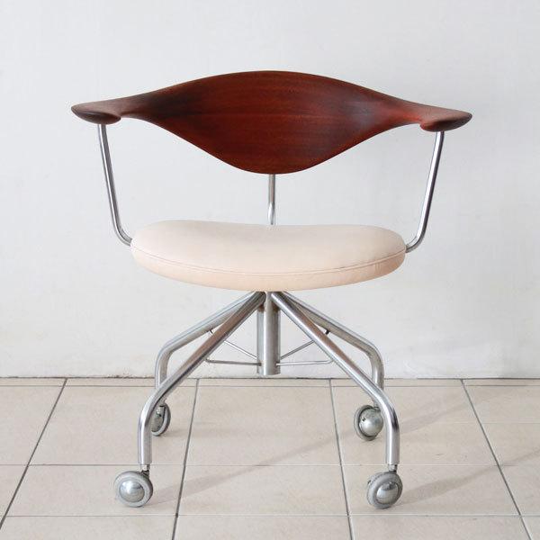 Wegner-swivel-chair-PP502-02.jpg