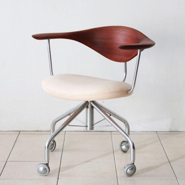 Wegner-swivel-chair-PP502-03.jpg