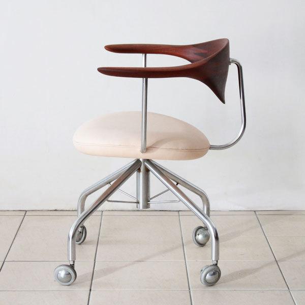 Wegner-swivel-chair-PP502-04.jpg
