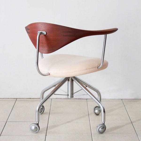 Wegner-swivel-chair-PP502-05.jpg