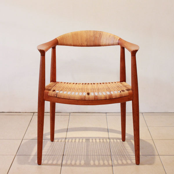 Wegner-the-chair-JH501-02.jpg