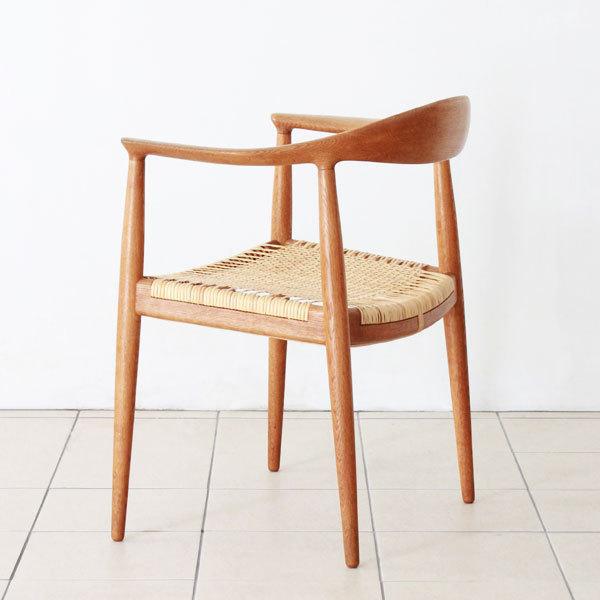 Wegner-the-chair-JH501-04.jpg