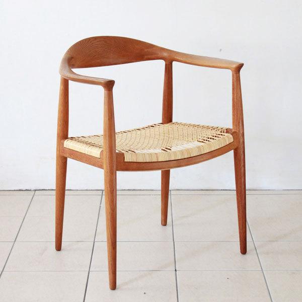 Wegner-the-chair-JH501-Oak-03.jpg
