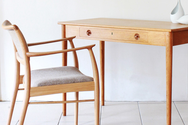 Wegner.-Small-Desk.-RY32--03.jpg