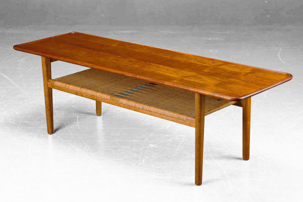 Wegner Coffee table. AT10-01.jpg