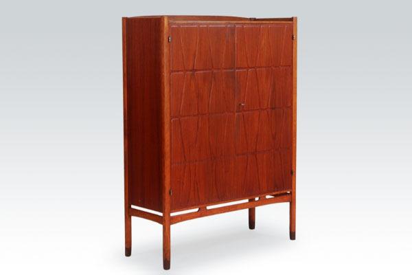 Yngve-Ekstrom-cabinet-01.jpg