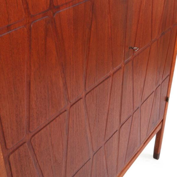 Yngve-Ekstrom-cabinet-03.jpg