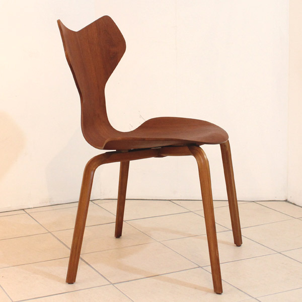 seven-chair02.jpg