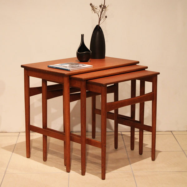 wegner-nesting-table-01.jpg