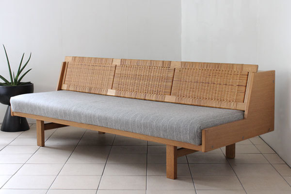wegner day bed ge258-01.jpg
