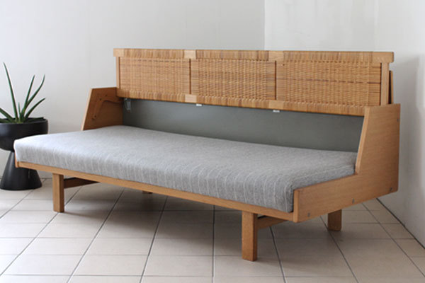 wegner day bed ge258-02.jpg