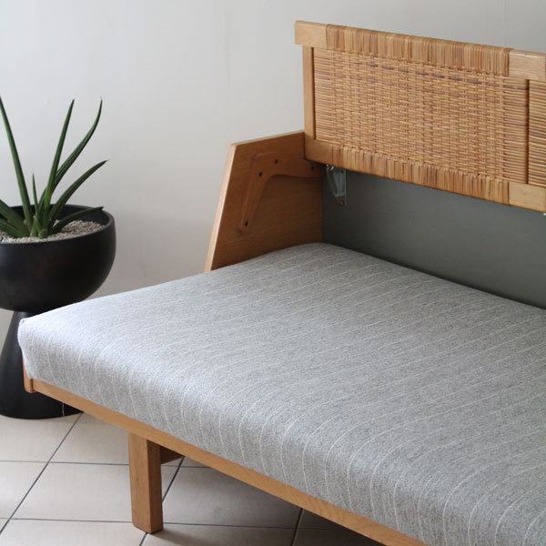 wegner day bed ge258-03.jpg