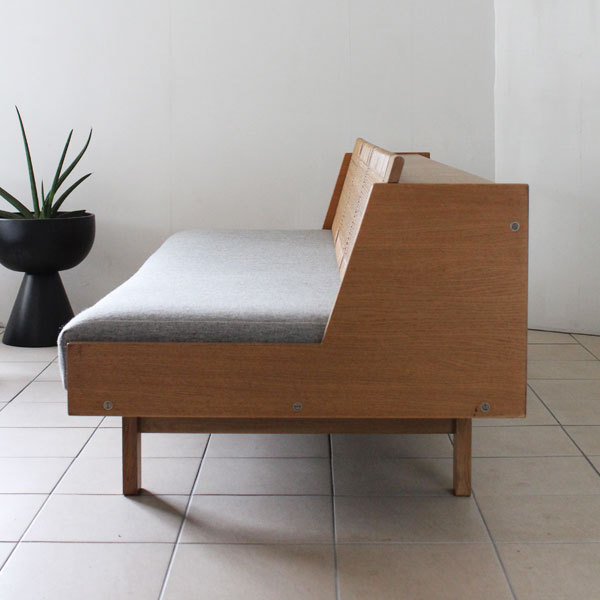 wegner day bed ge258-06.jpg