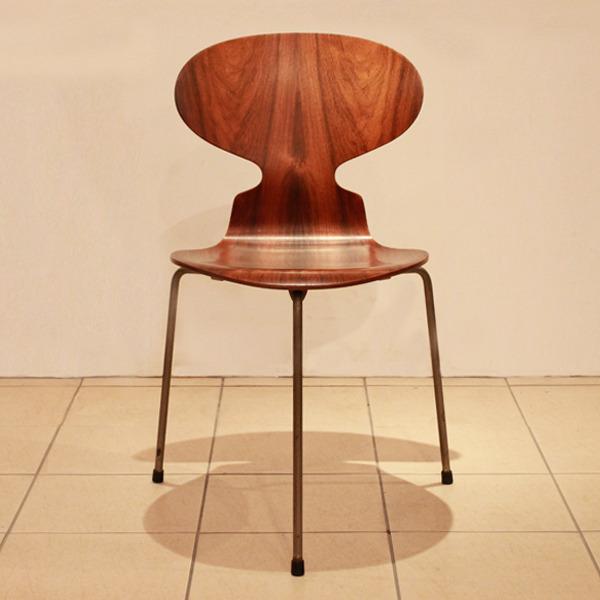 Arne-Jacobsen--Ant-chairs.-Fritz-Hansen-03.jpg