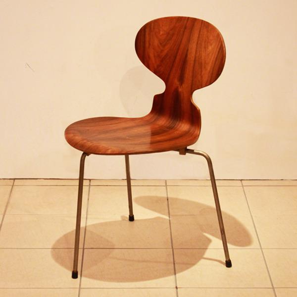 Arne-Jacobsen--Ant-chairs.-Fritz-Hansen-04.jpg