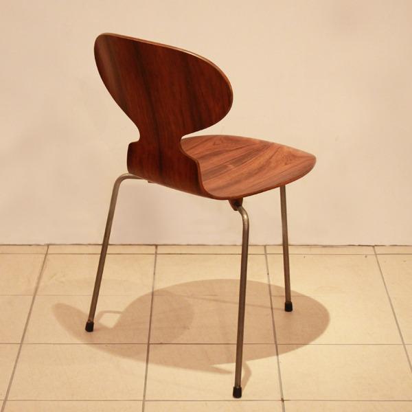 Arne-Jacobsen--Ant-chairs.-Fritz-Hansen-05.jpg