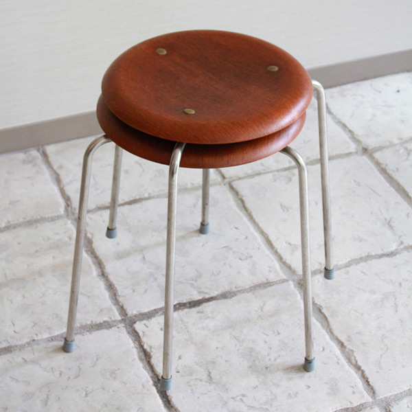 Arne-Jacobsen--Stool.-model-3170--Fritz-Hansen-08.jpg