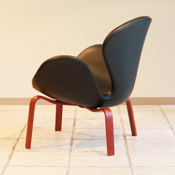 Arne-Jacobsen--Swan-easy-chair.-model-4325--Fritz-Hansen-07.jpg