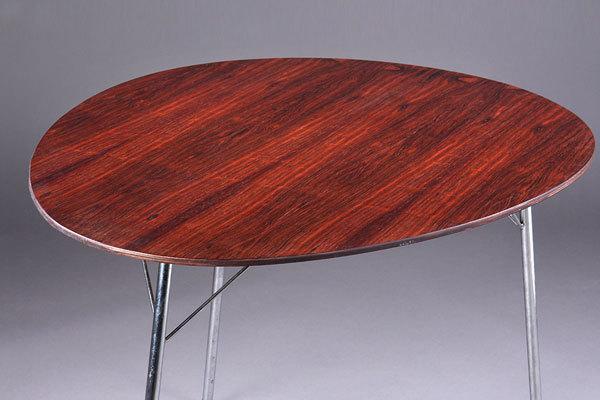 Arne-Jacobsen-Egg-table-04.jpg