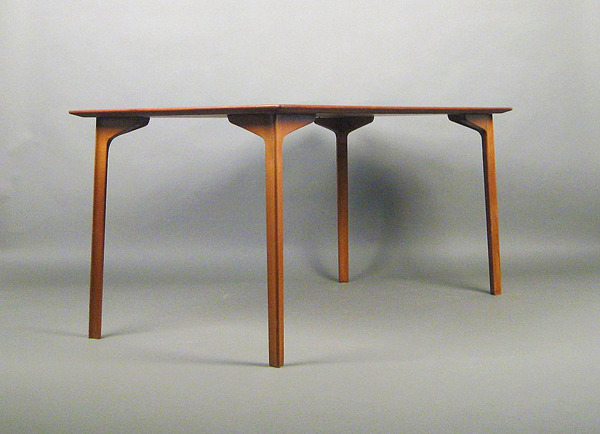 Arne Jacobsen  Dining table. model Grand Prix  Fritz Hansen (8).jpg