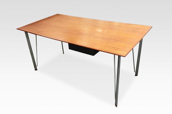 Arne Jacobsen  desk Fritz Hansen (5).jpg