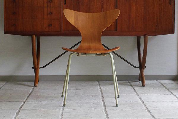 Arne Jacobsen エイトチェア  Fritz Hansen (1).jpg
