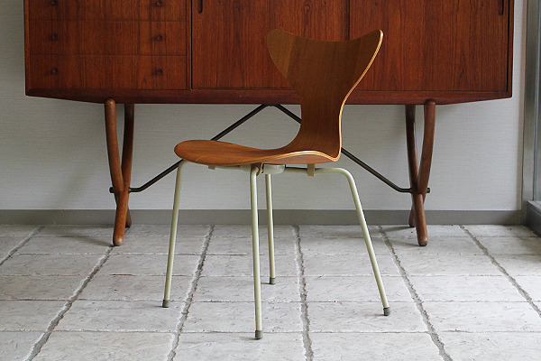 Arne Jacobsen エイトチェア  Fritz Hansen (2).jpg