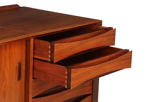 Arne Vodder  Sideboard of Brazilian rosewood  Sibast (17).jpg