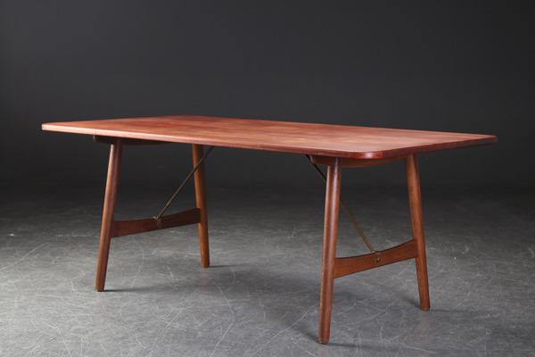 Borge Mogensen  Hunting table  Soborg Mobler (1).jpg