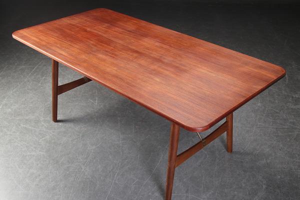 Borge Mogensen  Hunting table  Soborg Mobler (4).jpg