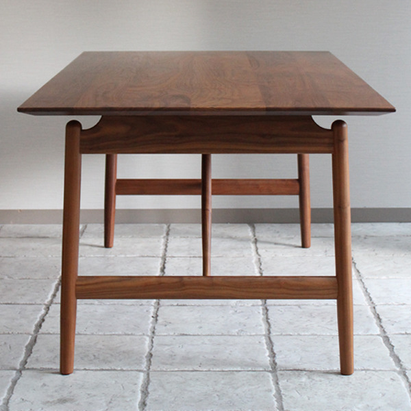 CAJA Dining table-02.jpg