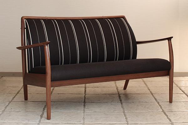 CAJA Sofa W1300 (14).jpg