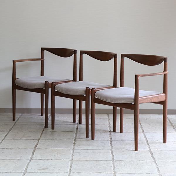 Chair. P5-D(アーム無)& Chair. P5-A(片肘) 中村達薫 - Tatsushige Nakamura (1).jpg