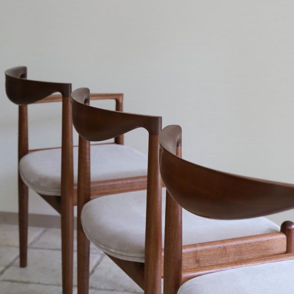 Chair. P5-D(アーム無)& Chair. P5-A(片肘) 中村達薫 - Tatsushige Nakamura (2).jpg