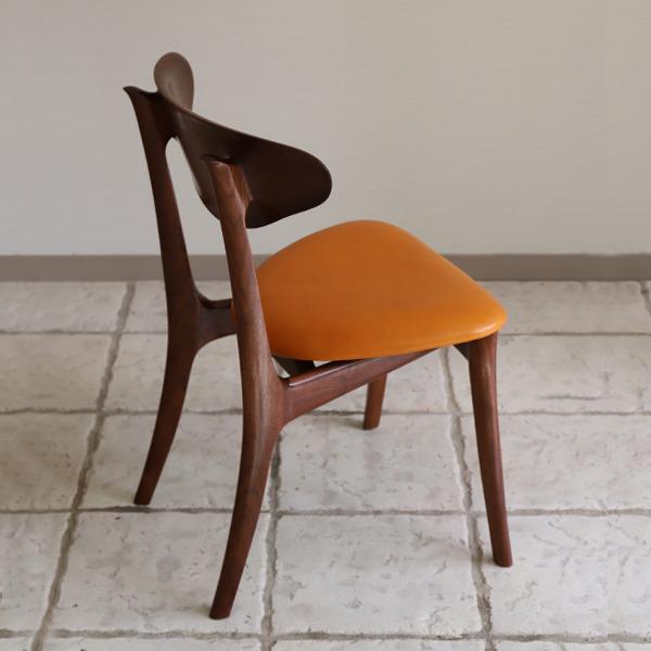 中村達薫  Chair. Bell Sculpture  レザー (6).jpg