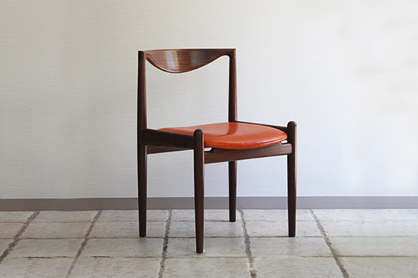 中村達薫  Chair.P5-A(アーム無).jpg