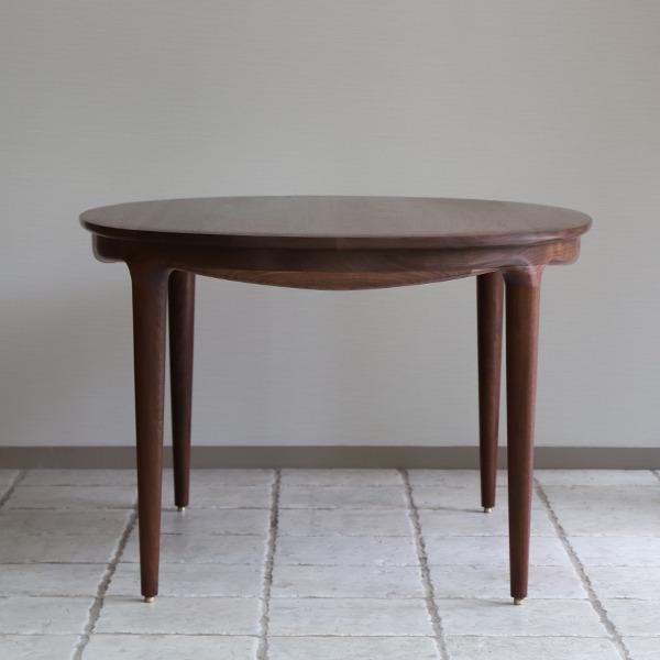 中村達薫  Round Table (楕円) (3).jpg