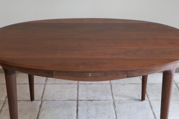 中村達薫  Round Table (楕円) (5).jpg