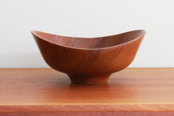 Finn-Juhl--Teak-bowl--Magne-Monsen-for-Kay-Bojesen-02 (1).jpg