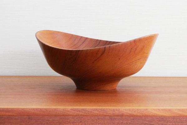 Finn-Juhl--Teak-bowl--Magne-Monsen-for-Kay-Bojesen-02 (2).jpg