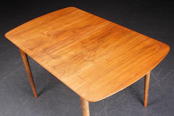 Finn-Juhl-Dining-Table-03.jpg